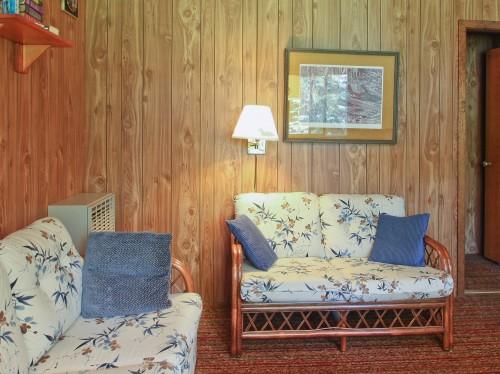 Cabin  6 Living