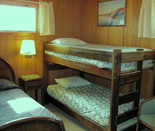 Cabin 7 Bunk Beds in Twin Bedroom