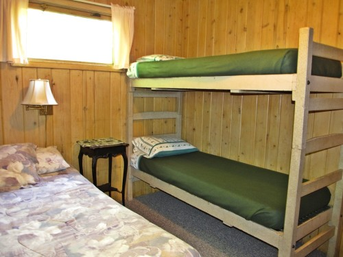 Cabin 7 Bunk Beds in Queen Bedroom